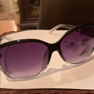Classic sunglasses by SEARS  100% UV protection G2